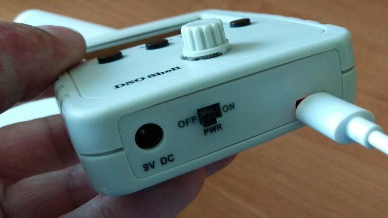 осциллограф DSO150 вид снизу на зарядке