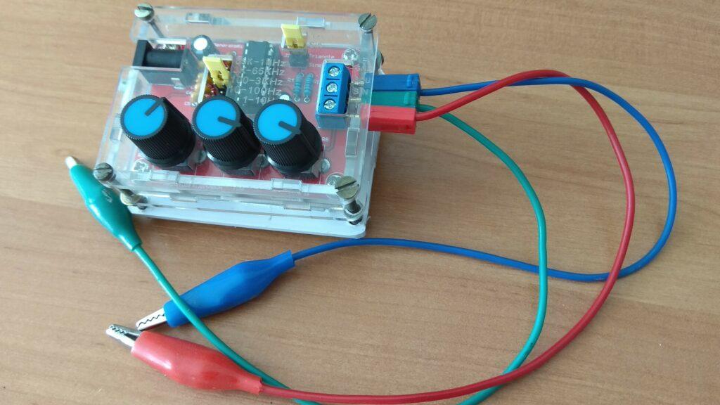 Генератор сигналов XR2206 в сборе
