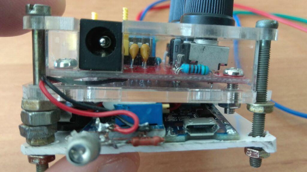 Генератор сигналов XR2206 доработка вид сбоку