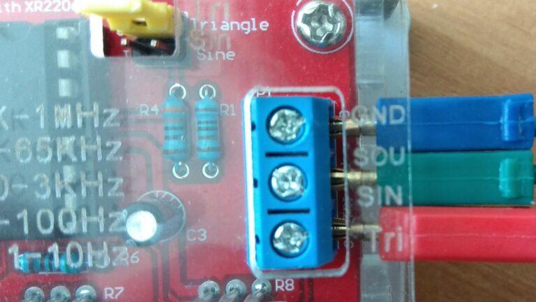 Генератор сигналов XR2206 выходы