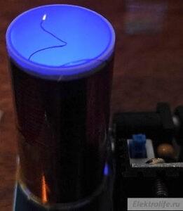 Свечение кончика проволоки и внутренне свечение светодиода катушки мини-Тесла