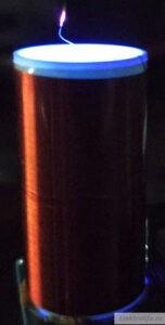 Свечение кончика проволоки и внутренне свечение светодиода катушки Теслы