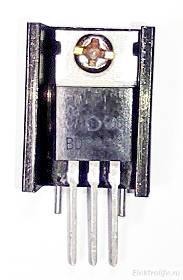 Транзистор прикручиваем к радиатору